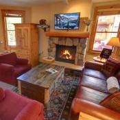 Cozy 2 Bedroom Living Room