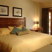 The Lodge at Mountaineer Square Bedroom