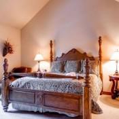 Quarter Moon Bedroom- Beaver Creek