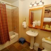 Red Hawk Lodge Bathroom Keystone