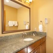 Slopeside bathroom Keystone