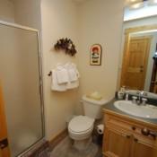 Tenderfoot Lodge Bathroom Keystone